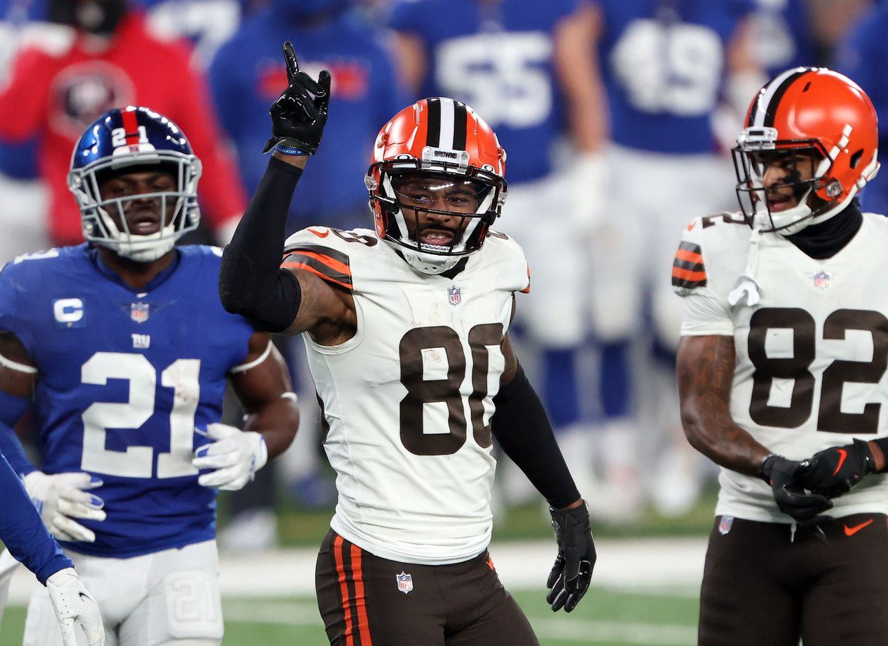 Browns LB Malcolm Smith and TE Harrison Bryant test positive for COVID-19, but Jarvis Landry, Richard Higgins and 3 others have been activated