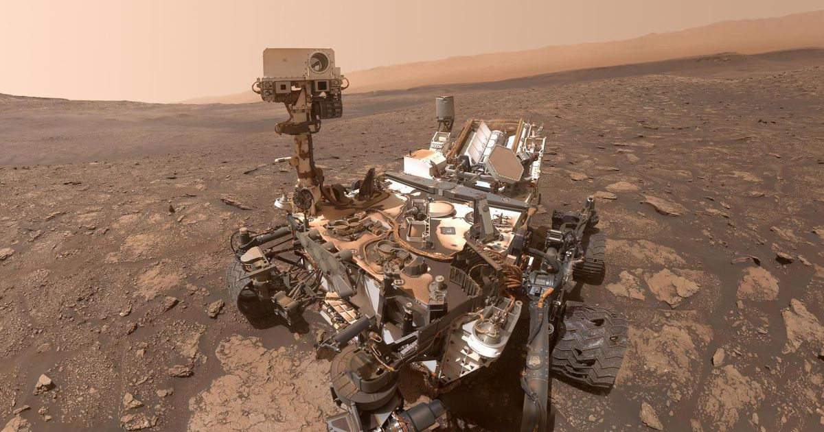 NASA's Curiosity spacecraft celebrates 3,000 days on Mars with an intense panorama
