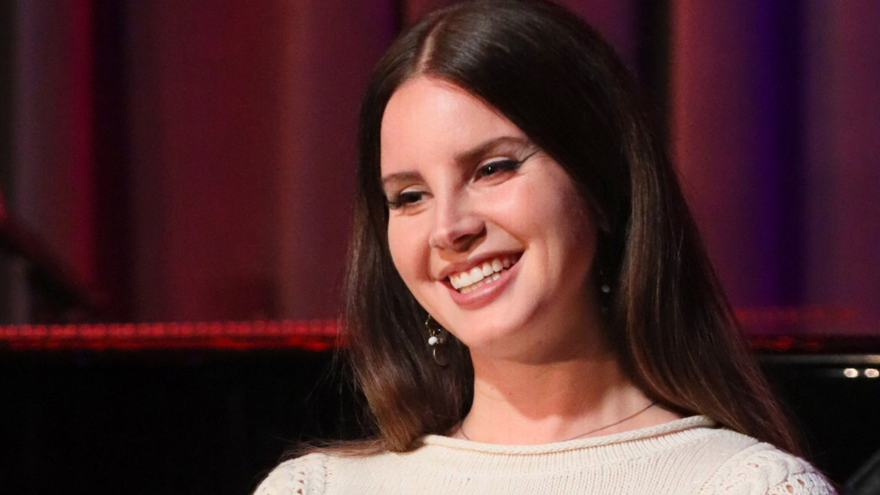 Lana Del Rey reveals Chemtrails on Country Club Art Album and Playlist