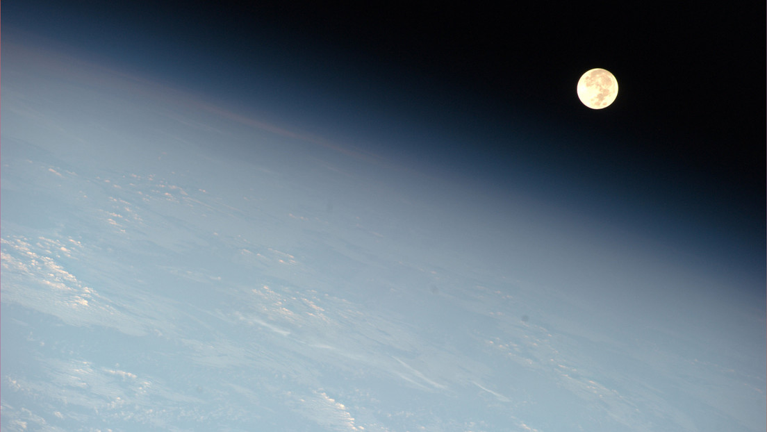 """Video: The International Space Station captures the moment the moon constellation makes it """"flat"""""""