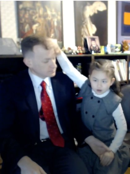 Marion is the most anxious of the two children, here in the middle of an interview that disturbs her father, not interested in the cameras recording them. Photo: (BBC screenshot)