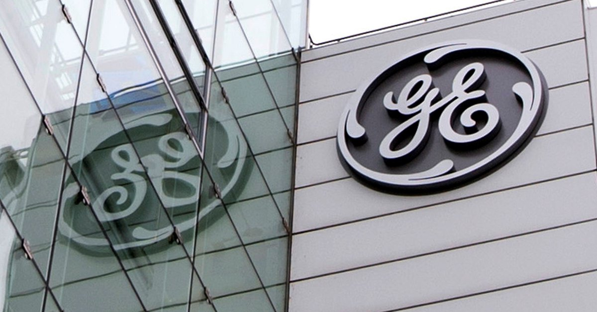 General Electric sells its aircraft leasing business and closes its lending unit