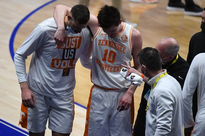 Fulkerson was brought back by his teammates after the aggression of Omar Payne (Christopher Hanwinkel - USA Today Sport)