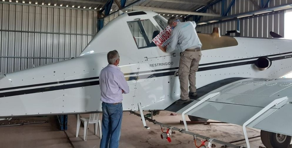 Close aircraft that illegally sprayed and damaged nearby crops