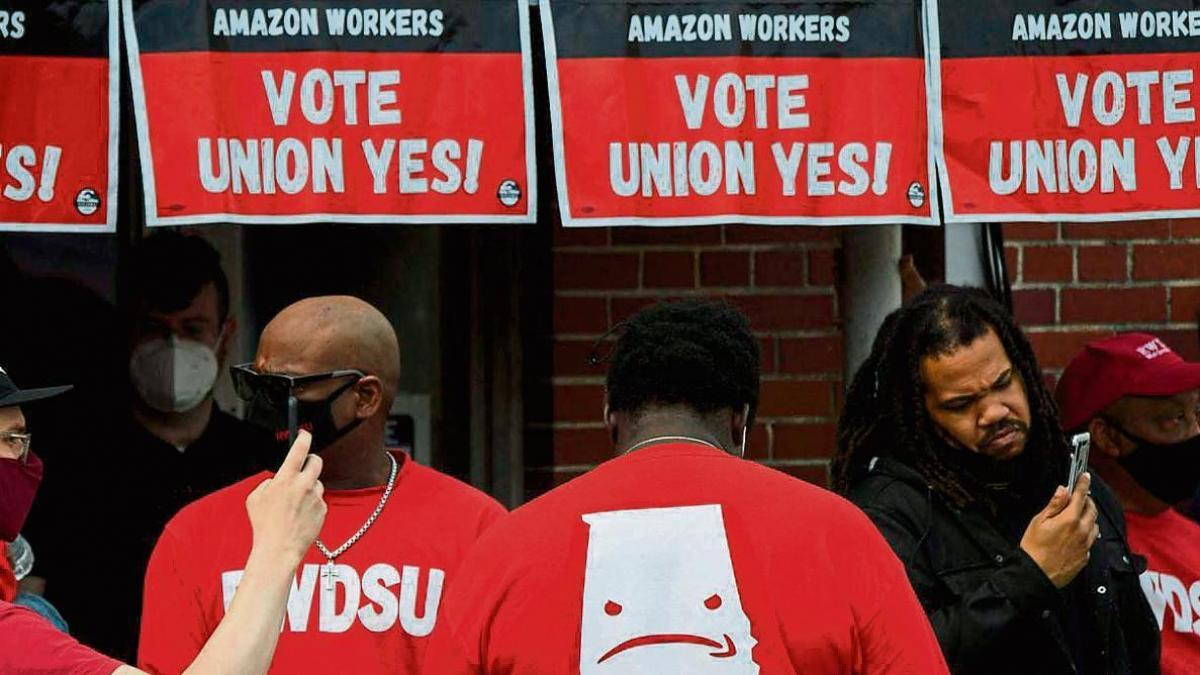 In the US, Amazon employees are voting to create their first union
