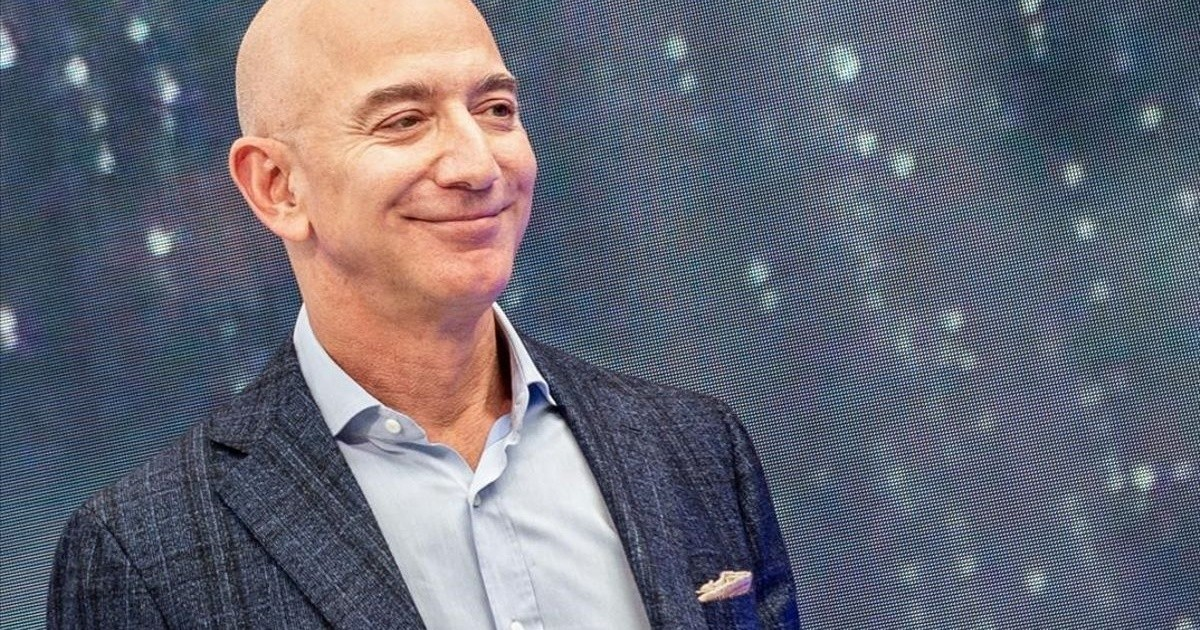 Why is Jeff Bezos banned from using PowerPoint on Amazon?