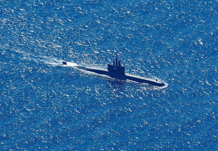 Submarine KRI Alugoro is in the process of searching for the lost ship.  Photo: EFE
