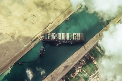 Container ship Ever Geffen blocking the Suez Canal