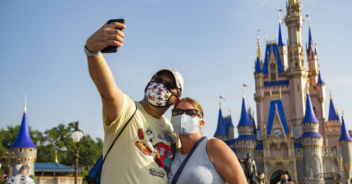 Disney World will pay a bounty to its employees who have been vaccinated against COVID-19