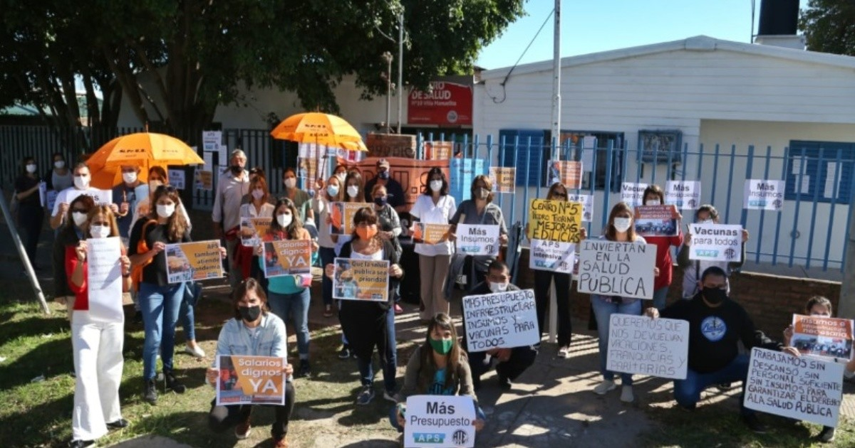 """A solidarity embrace to the health center: """"People don't take care of ourselves while we're tired"""""""