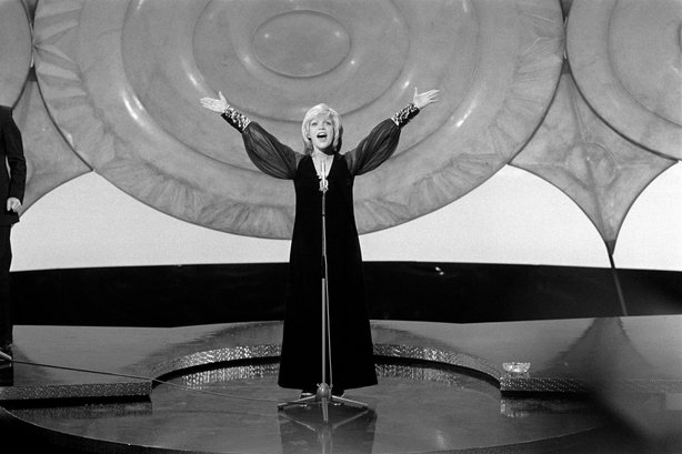 Severin wins the Roy Biddle Eurovision Song Contest (1971) 2490_004