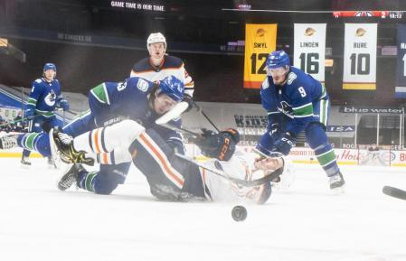 Photo of the NHL match between Edmonton Oilers and Vancouver Canuck.