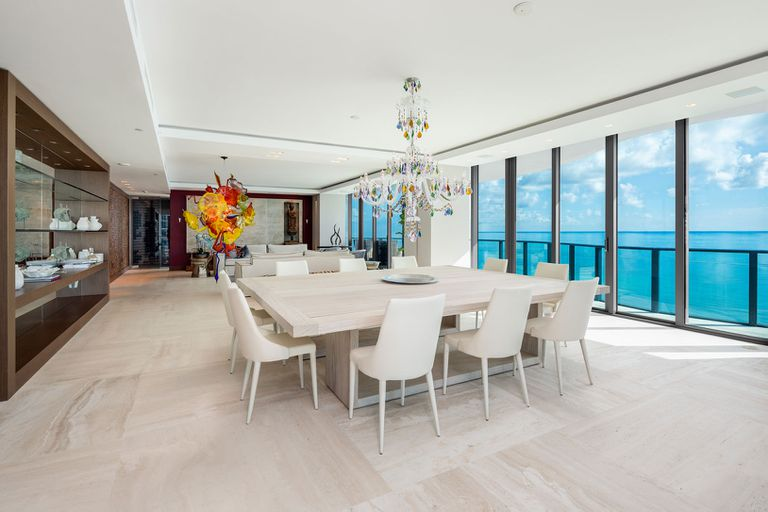 The dining room accommodates ten people