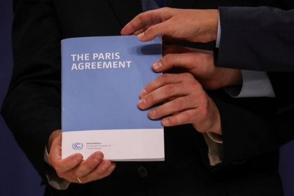 A copy of the Paris Agreement during the United Nations Climate Change Conference (COP25) in Madrid, Spain, on December 13, 2019 (REUTERS / Susana Vera)