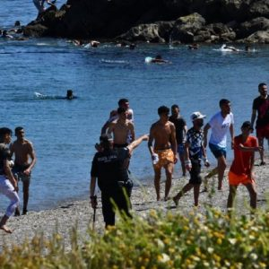 At least 5,000 immigrants entered Spain today from Morocco