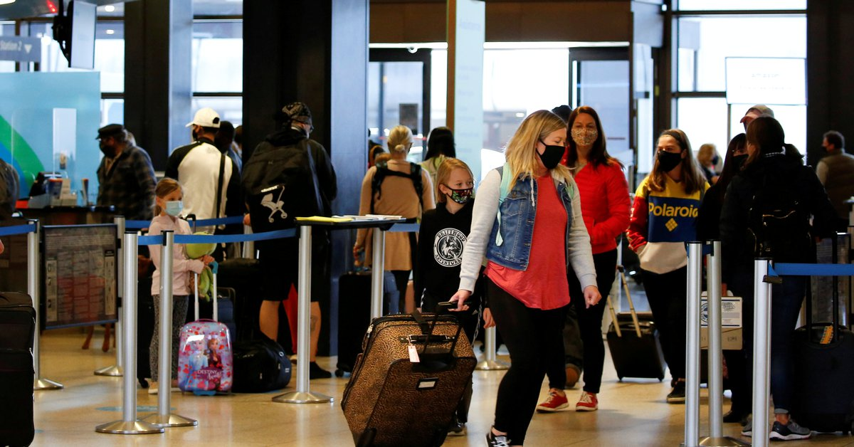 Long lines and delayed flights at many airports in the United States due to system failure
