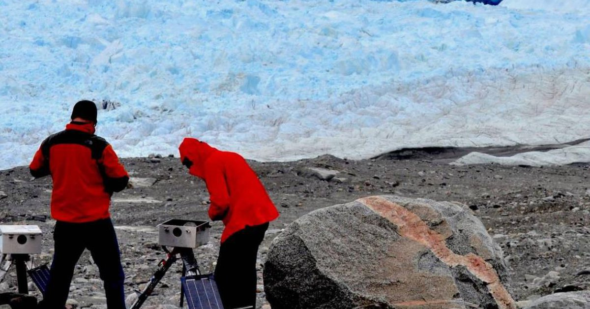 Sciences.  Muddy blocks of ice control the separation of the iceberg