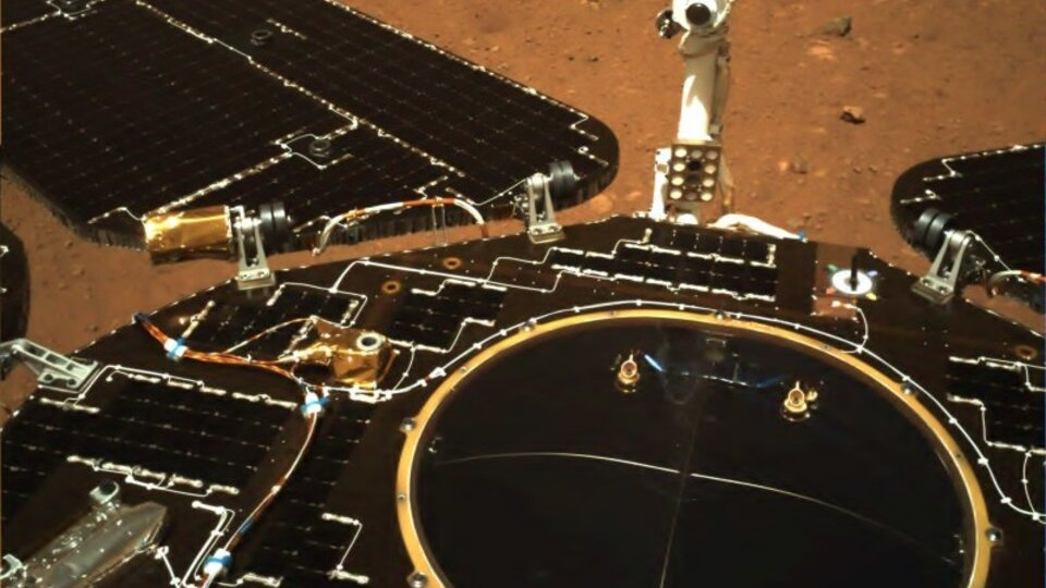 The Chinese rover sent its first photos from Ma …