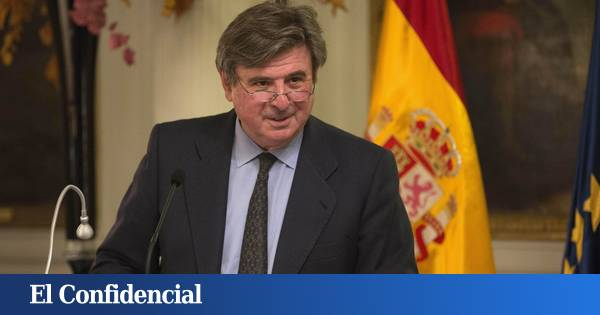 The former Spanish ambassador to the United Kingdom and France has registered as a banking advisor