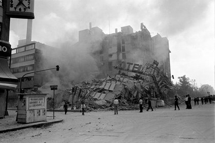 After the 1985 earthquake in Mexico City, more than 2,500 people were killed (Photo: Pedro VAltierra / Cuartoscuro)