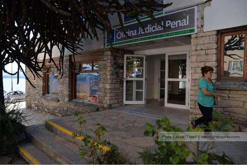 They are competing for the position of Occupational Medicine in Bariloche