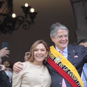 The President of Ecuador traveled to the United States for a spinal cord operation عملية
