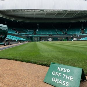 The UK allowed Wimbledon finals to be played at full capacity طاقته