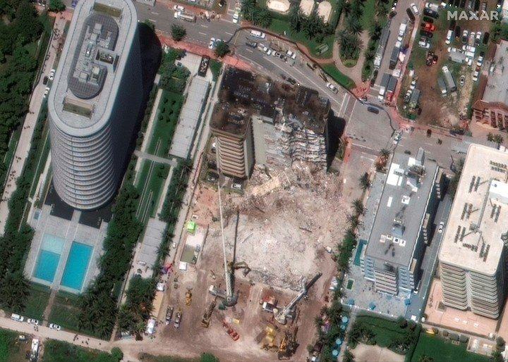 Aerial view of the collapsed towers in Surfise, Miami.  (AFP)