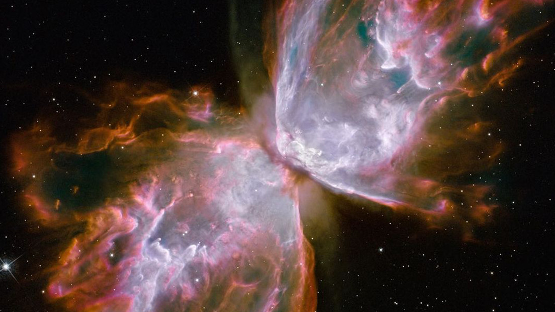 """NASA shows the image of a violent cosmic butterfly """"who stings like a bee"""""""