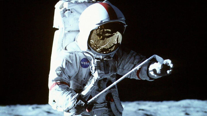 Documentary Film From Earth to Moon (1998)