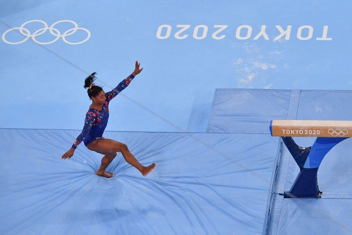 Biles showed herself to be a human in the preliminary stage of artistic gymnastics.  Photo: AFP