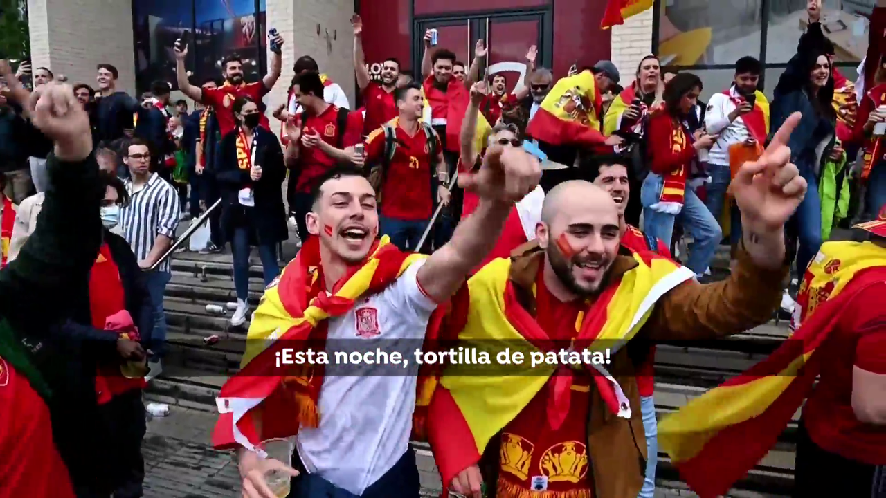 9000 Spaniards dressed up for the national team at Wembley, which remained on the eve of the European Championship final