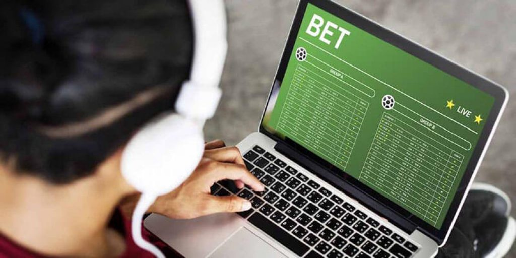 What is an Internet Bookmaker in betting?