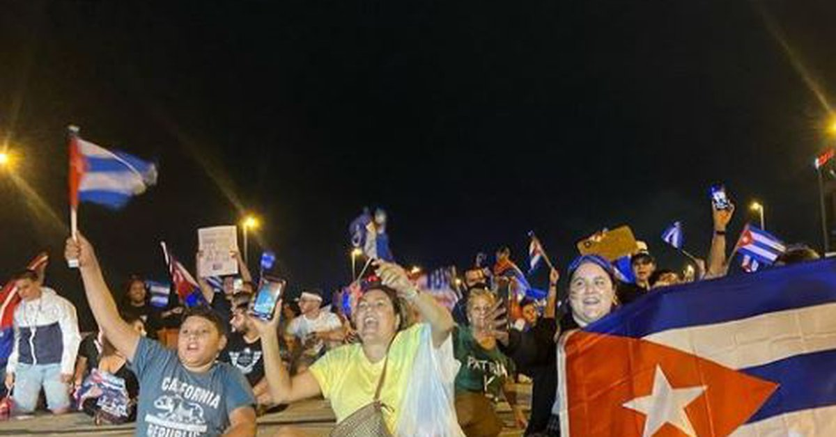 Cubans disrupt traffic in Miami in support of historic protests against the Castro regime