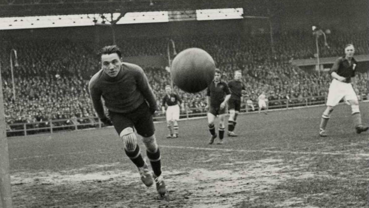 Football's first written regulations sell for over $77,000 |  football |  Sports