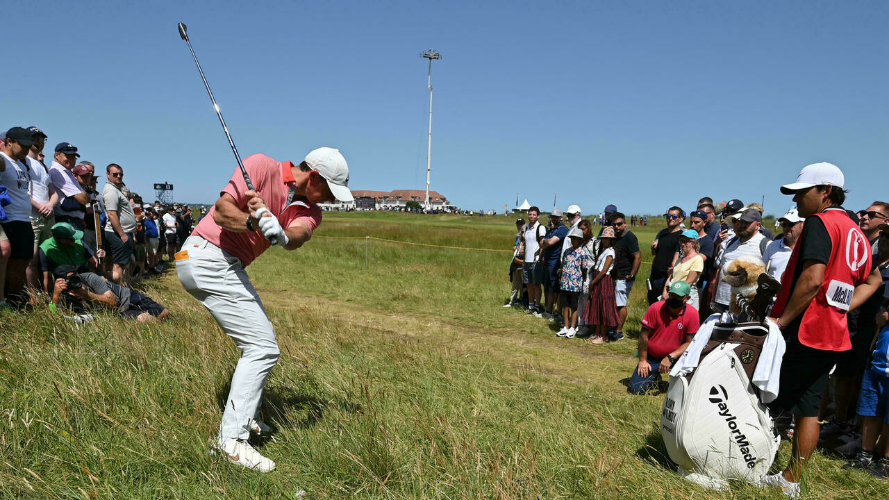 Oosthuizen continues to lead the British Open
