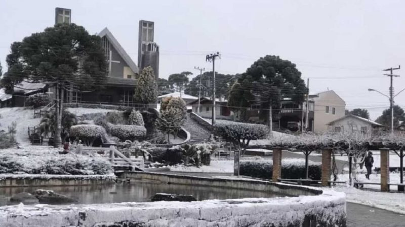 Polar Wave: Videos of historic snowfall in southern Brazil    At least 13 cities have woken up painted white