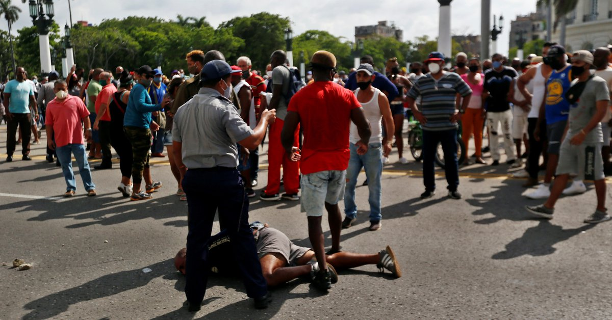 """Protests in Cuba: The United States lamented that """"the regime's violent repression and reprisals against Cubans"""" prevented further mobilization."""