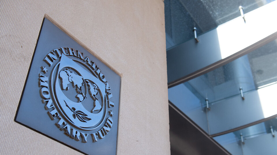 What is Martin Guzman looking for in negotiations with the International Monetary Fund |  gradient or shock