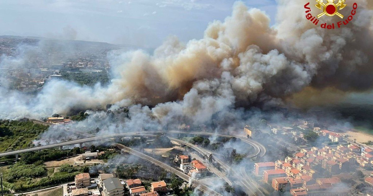 Fires in Italy have already left five dead and threaten access to UNESCO heritage sites