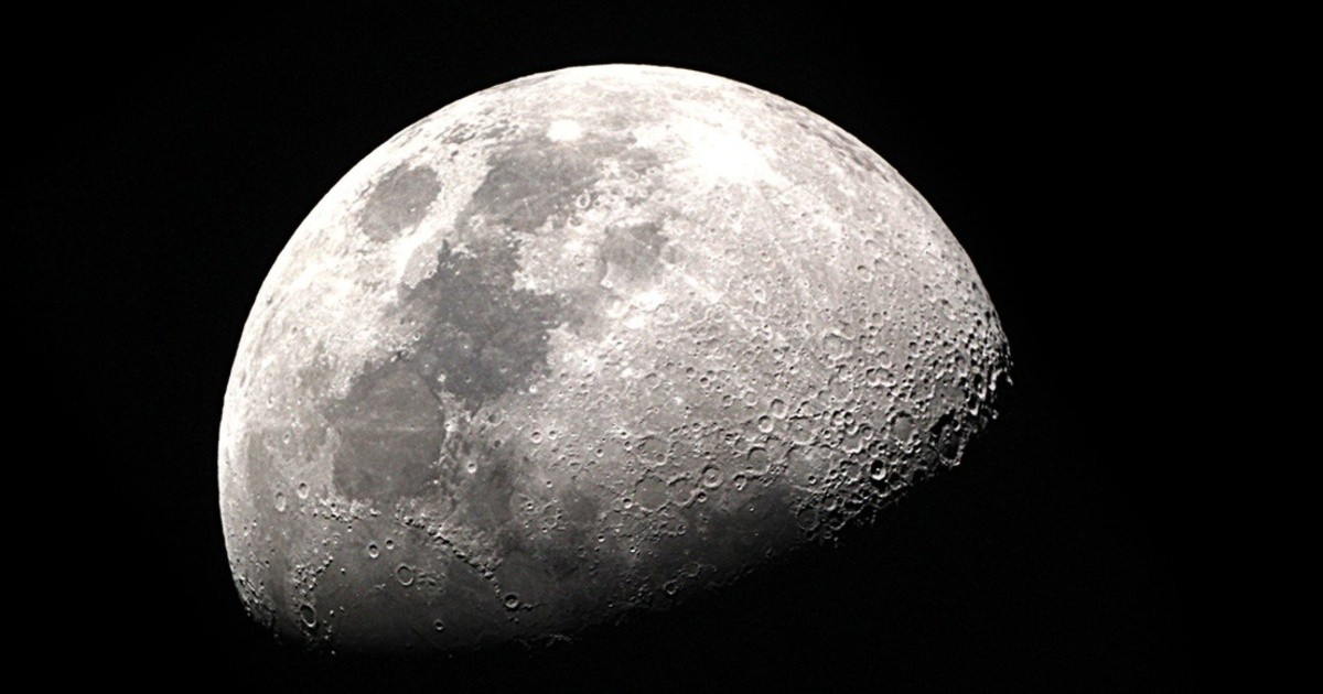 Is the Moon a decaying spacecraft created by extraterrestrials?  |  Chronicle