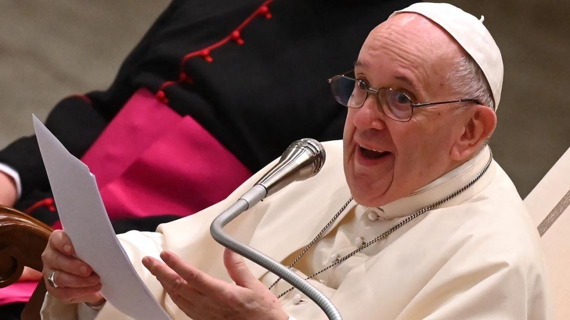 Pope Francis against the hypocrisy of politicians: they live one way in the open and another in the secret.