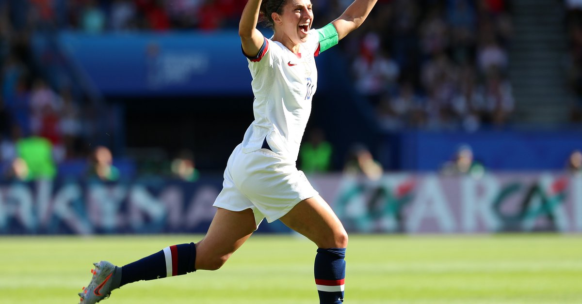 Who is Carli Lloyd, the US team champion, who announced her retirement?