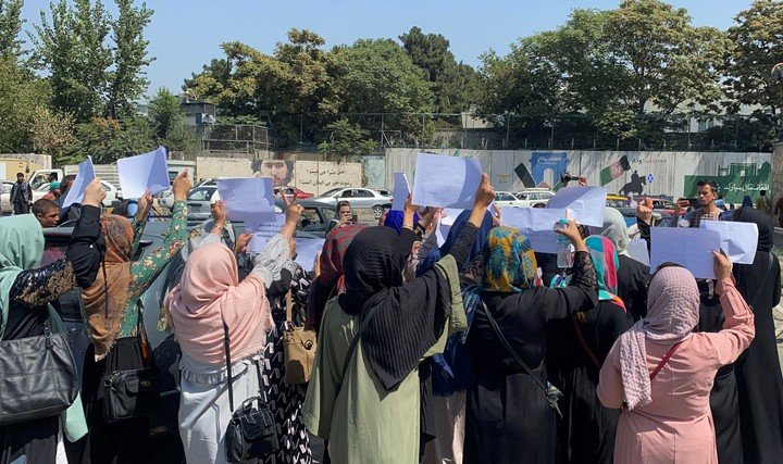 Afghan women pledge to continue to claim their rights.  Photo: EFE