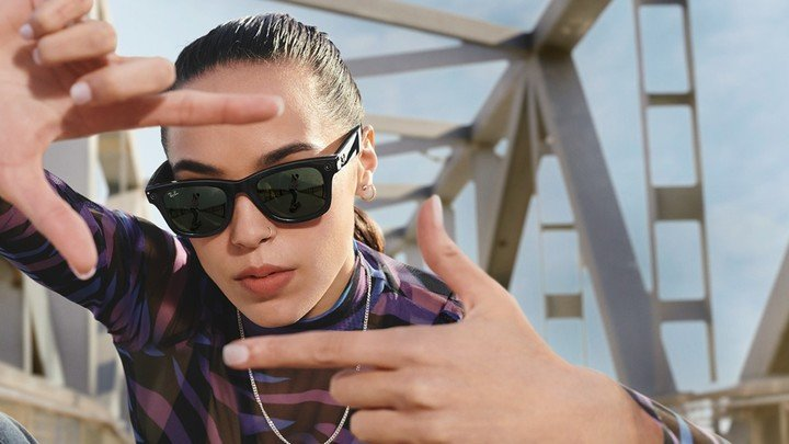The sunglasses from Facebook and Ray-Ban can take photos and record videos.  Photo: EFE.