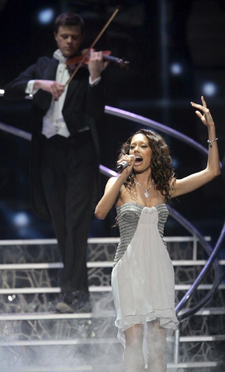 It will be British actress Jade Ewen who gives life in fiction to Mariah Carey, one of Luis Miguel's greatest fans.