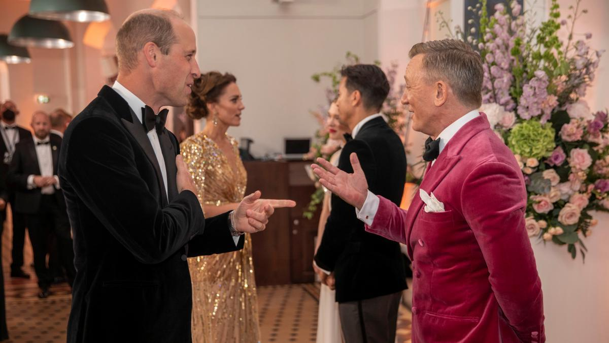 James Bond brings together Hollywood and the British royal family