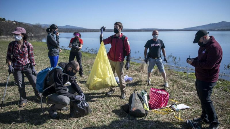 Environmental education and citizen science against garbage