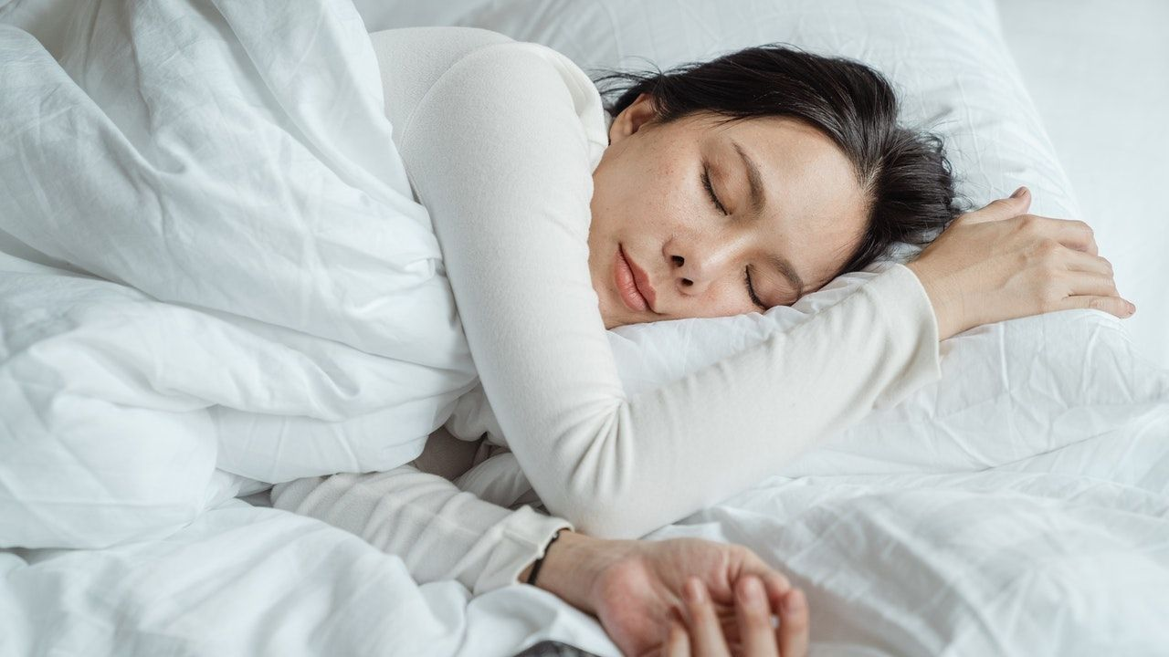 To do this before bed, 3 simple exercises to relax your neck